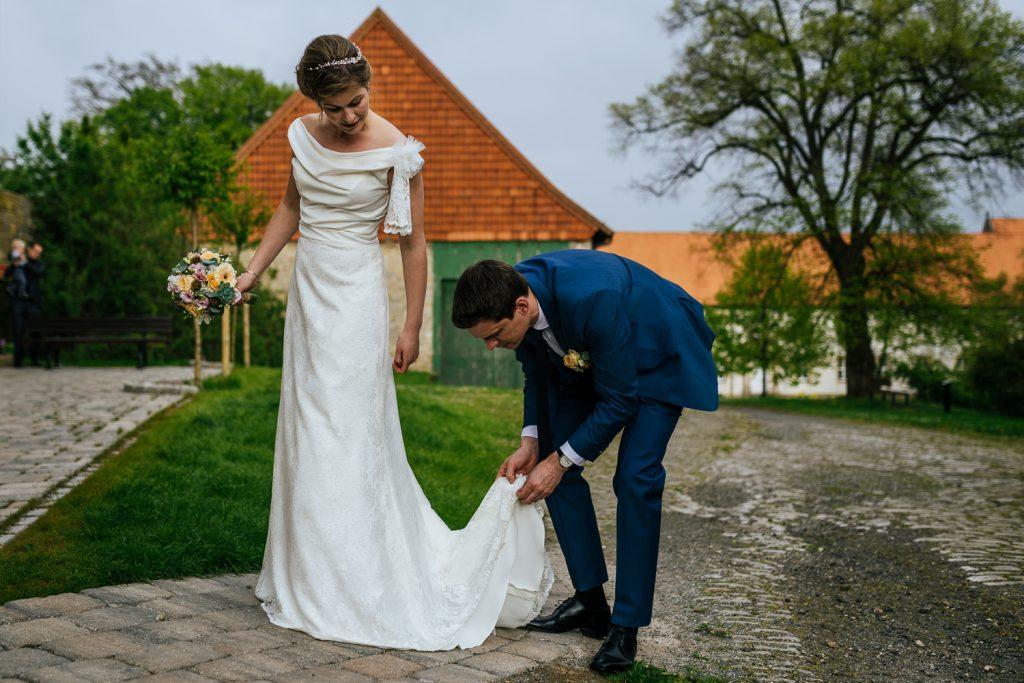 hochzeitsfotograf dresden braut und bräutigam brautkleid